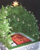 Вертеп над иконой Рождества Христова